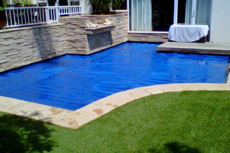 Mantas t rmicas para calentar el agua de la piscinas for Calentar agua piscina