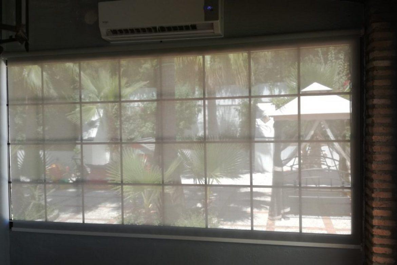 cortina enrollable en tejido screen en Ecija